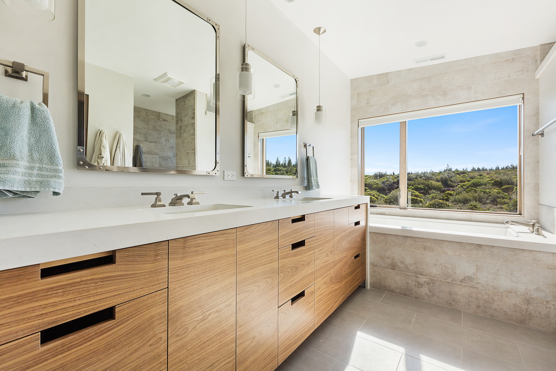 Oregon Modern Design master bath